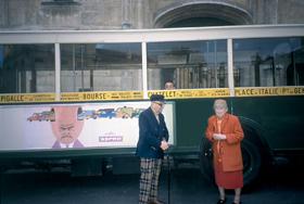 Madame et Monsieur Savignac le 10 septembre 2001 à l''inauguration de l''exposition à la Bibliothèque Forney. (Fabrice est dans le bus !)